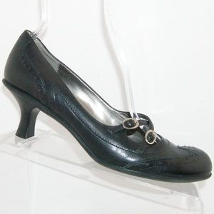 Bandolino Elandra black leather wingtip heels 8.5M